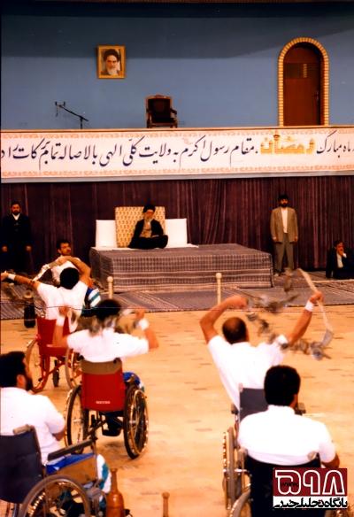 مقام معظم رهبري در ديدار با ورزشکاران جانباز و نمايش ورزش باستاني جانبازان