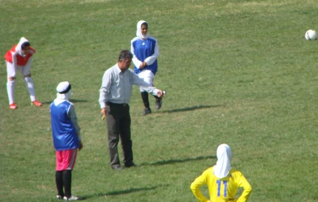 مربی مرد برای دختران فوتبالیست