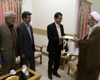 وزیر بهداشت برای آیت الله اعرافی حکم <strong>صادر</strong> کرد/پا در جا پای لاریجانی