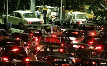 عواقب بنزین 2500 تومانی بر اقشار مختلف جامعه چیست؟/ تضاد عدالت اجتماعی با اختصاص سهم به هر خودرو/ دولت، منتفع اصلی این سناریو